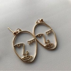 Minimal wink Earrings